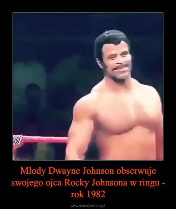 Młody Dwayne Johnson obserwuje swojego ojca Rocky Johnsona w ringu - rok 1982 –
