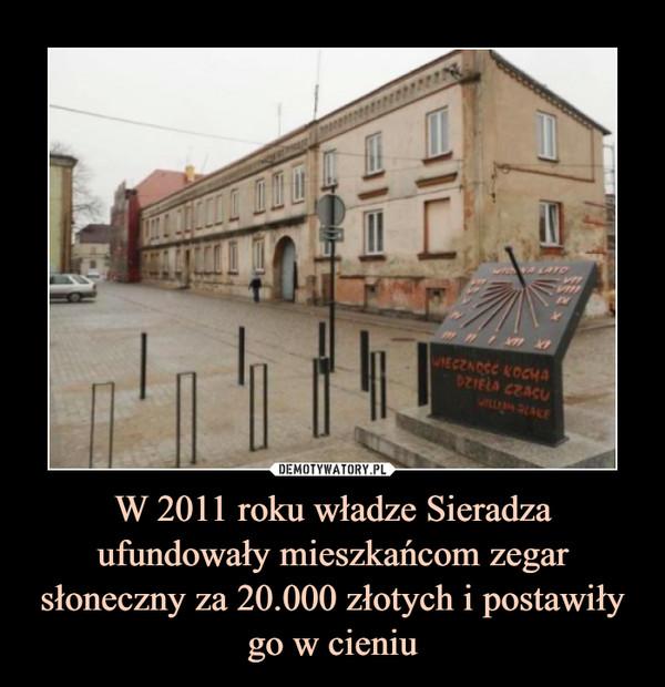 W 2011 roku władze Sieradza ufundowały mieszkańcom zegar słoneczny za 20.000 złotych i postawiły go w cieniu –